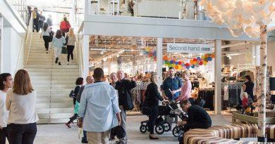 Ve Švédsku otevřený obchodní dům svýhradně použitým zbožím sklízí nebývalý úspěch